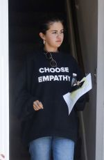 SELENA GOMEZ Leaves Doctor