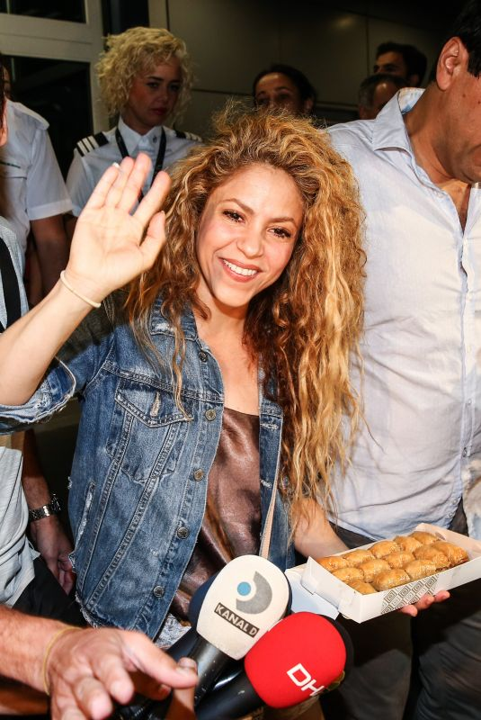 SHAKIRA Arrives at Airport in Istanbul 07/10/2018