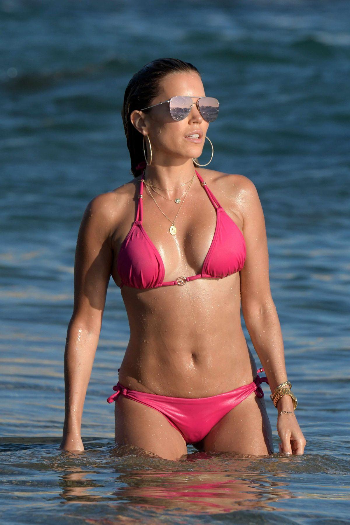 Spiksplinternieuw SYLVIE MEIS in Red Bikini on the Beach in Mykonos 07/12/2018 TN-51