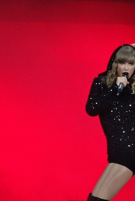 TAYLOR SWIFT Performs at Her Reputation Stadium Tour at Met Life Stadium in Rutherford 07/20/2018