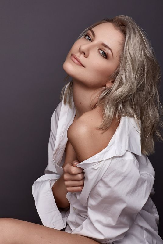 VALENTINA PAHDE by Kathleen Springer Photoshoot, 2018