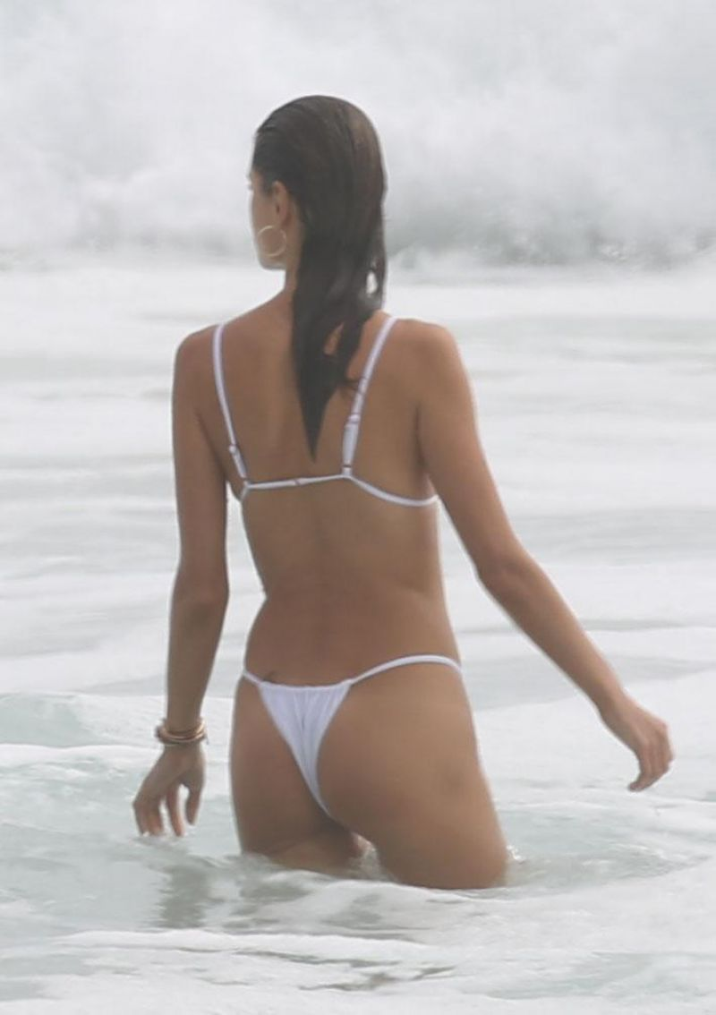 alessandra ambrosio spotted during a gal floripa