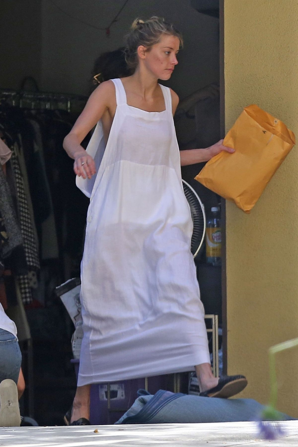 Amber Heard Cleaning Out Her Garage In Los Angeles 07 30