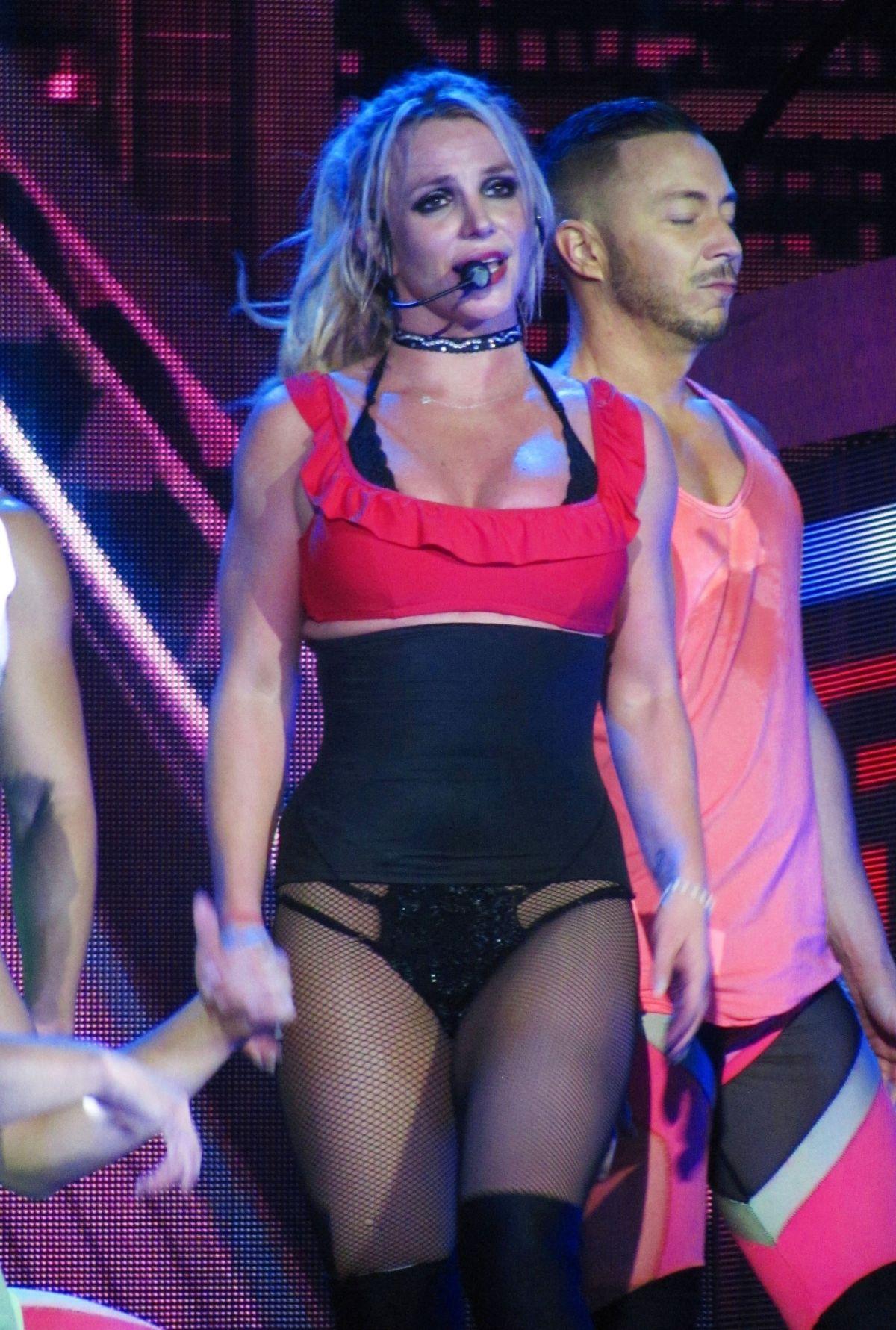 Photos leak from Britney's 2013 Shape Magazine photoshoot - Entertainment  News - Gaga Daily