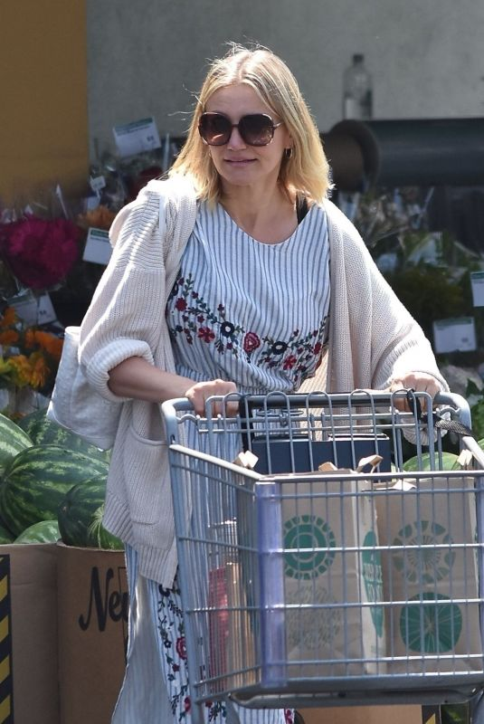 CAMERON DIAZ Sgopping at Whole Foods in Glendale 08/25/2018