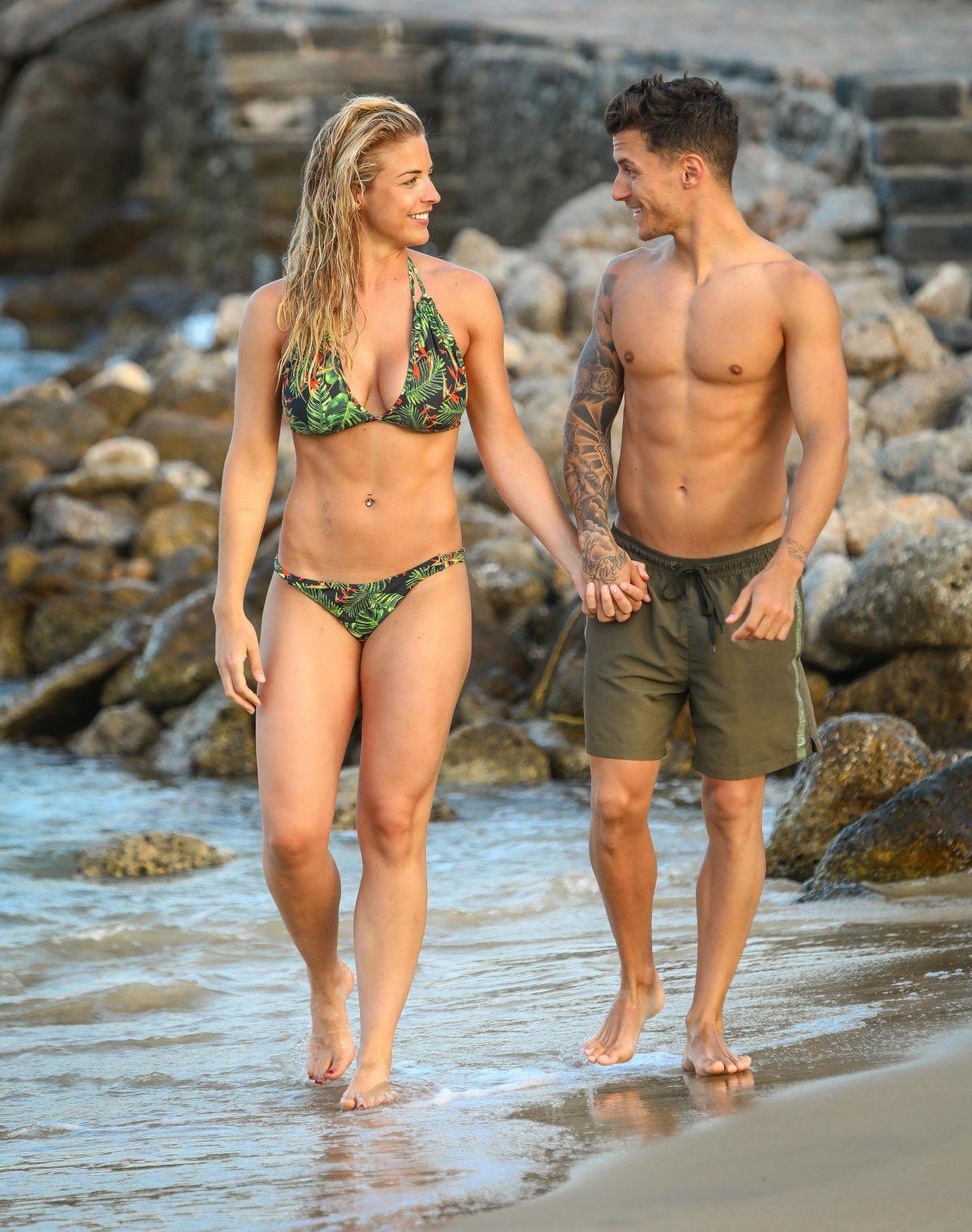 Gemma A 2018 Beach In At Bikini july Crete Atkinson vnPym80wNO