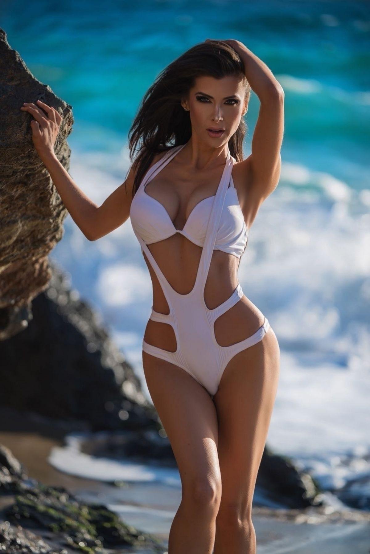 Sideboobs Bikini Ildiko Ferenczi naked photo 2017