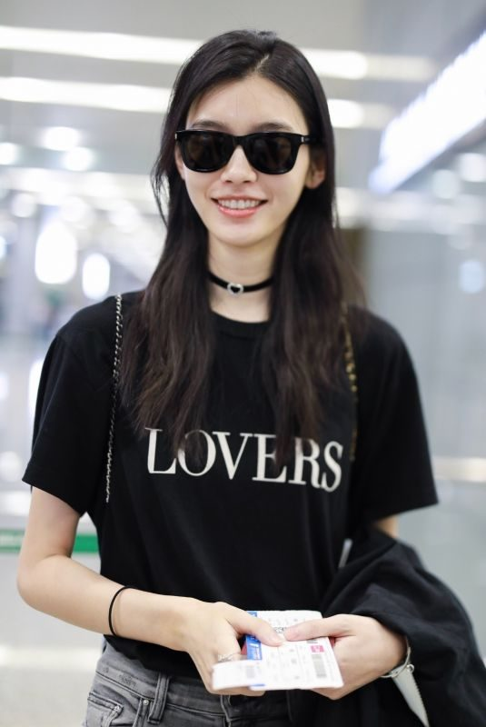 MING XI at Airport in Shanghai 08/27/2018
