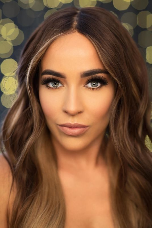STEPHANIE DAVIS for Her New Eyelashes with JYY Llondon, August 2018