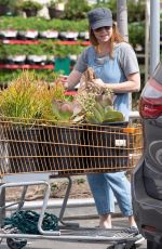 ALYSON HANNIGAN Shopping for Flowers in Los Angeles 09/02/2018