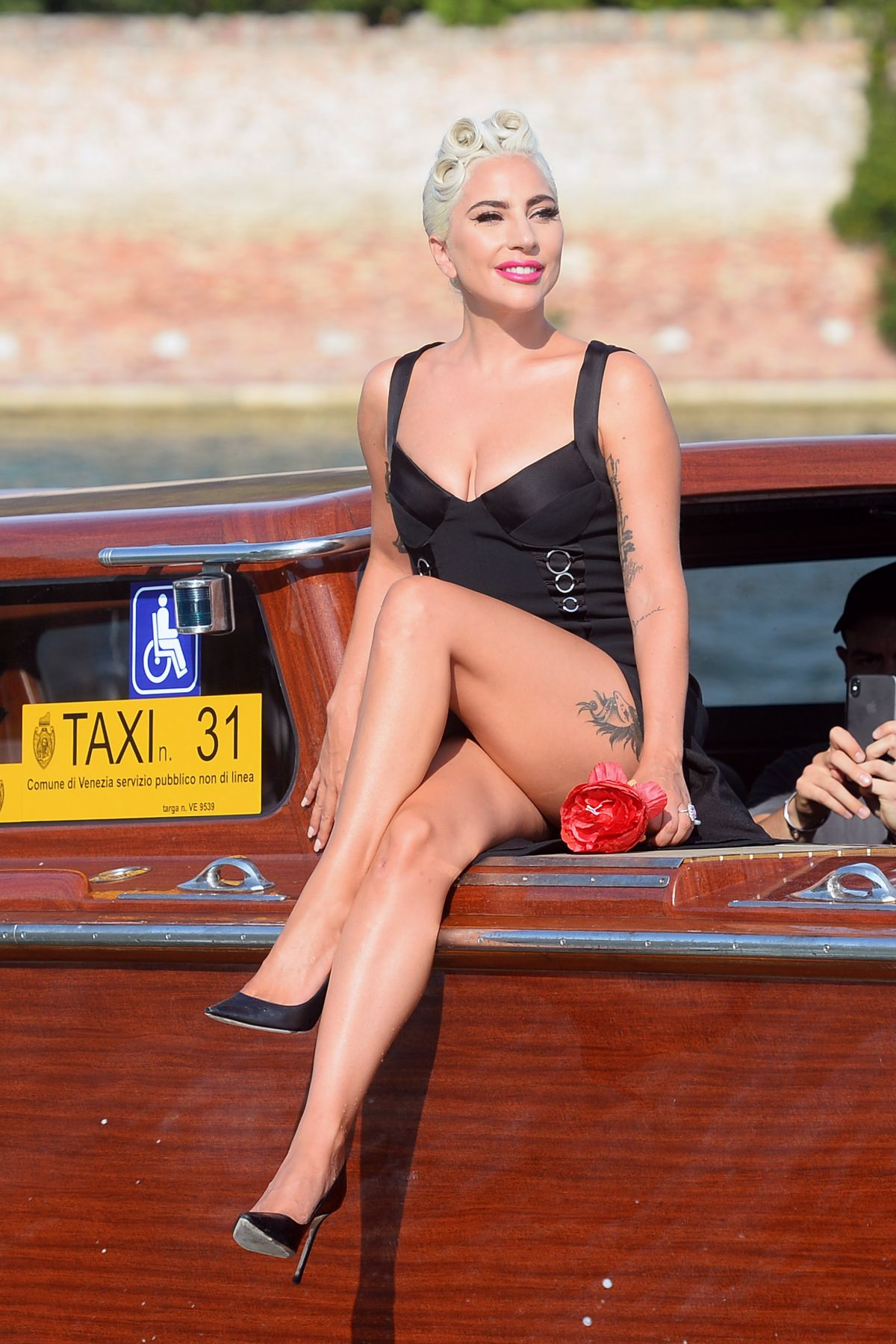 lady-gaga-on-a-water-taxi-at-venice-film