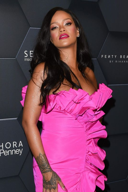RIHANNA Celebrates 1 Year Anniversary of Her Beauty Brand in New York 09/14/2018