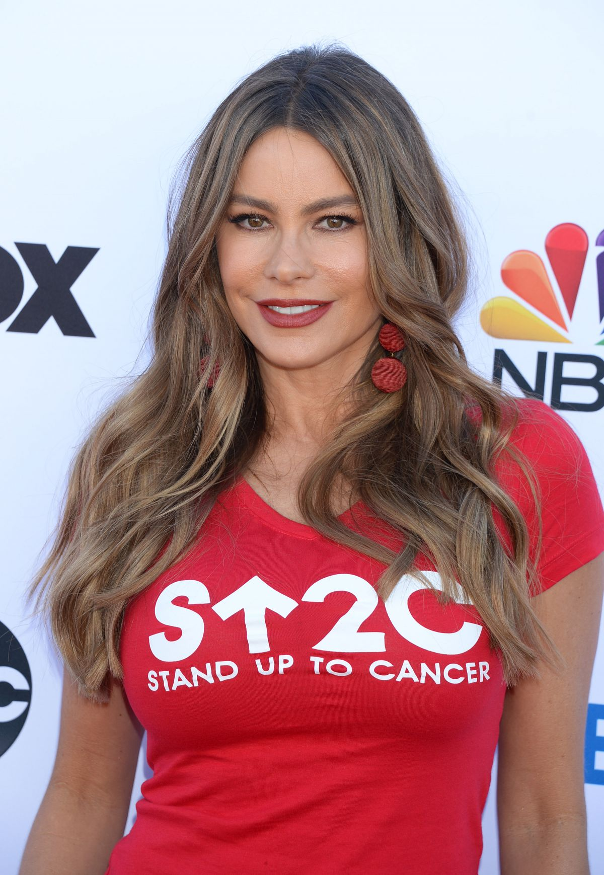 SOFIA VERGARA At Stand Up To Cancer Live In Los Angeles 09