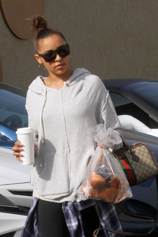 TINASHE Arrives at a Rehearsal Studio in Los Angeles 09/20/2018