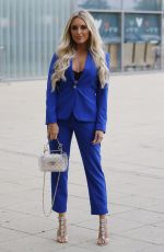 AMBER TURNER Out in Basildon 10/11/2018