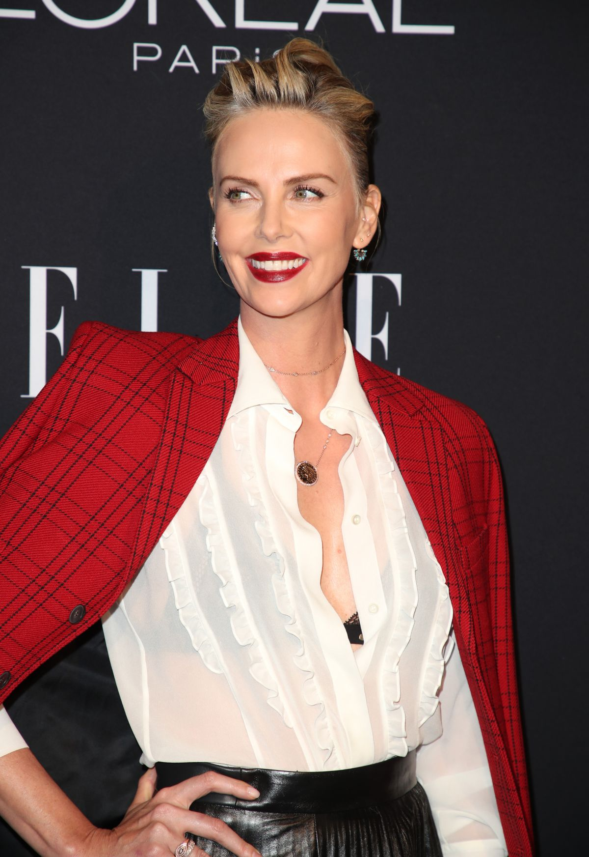 charlize-theron-at-elle-women-in-hollywood-in-los-angeles-10-15-2018-9.jpg