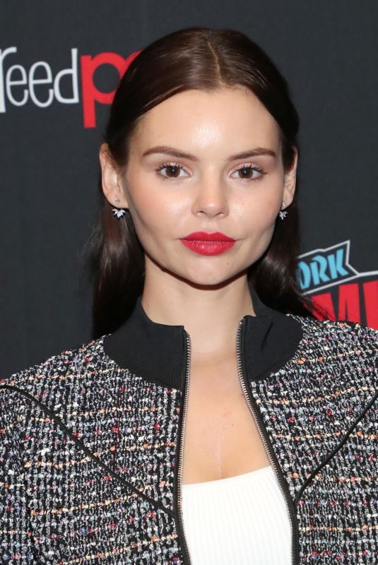 ELINE POWELL at 2018 New York Comic-con 10/04/2018