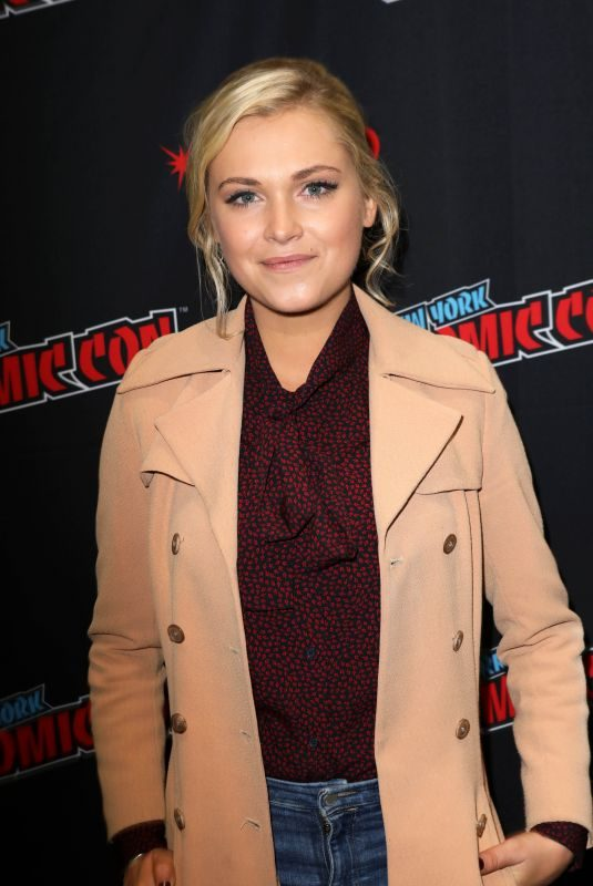 ELIZA TAYLOR at The 100 Panel at New York Comic-con 10/07/2018