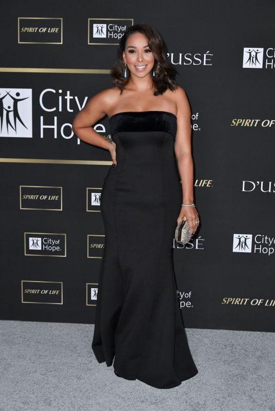 GLORIA GOVAN at City of Hope Gala in Los Angeles 10/11/2018