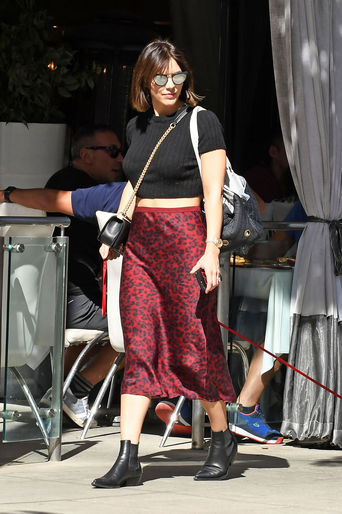 katharine-mcphee-out-with-her-dog-in-los-angeles-07-31