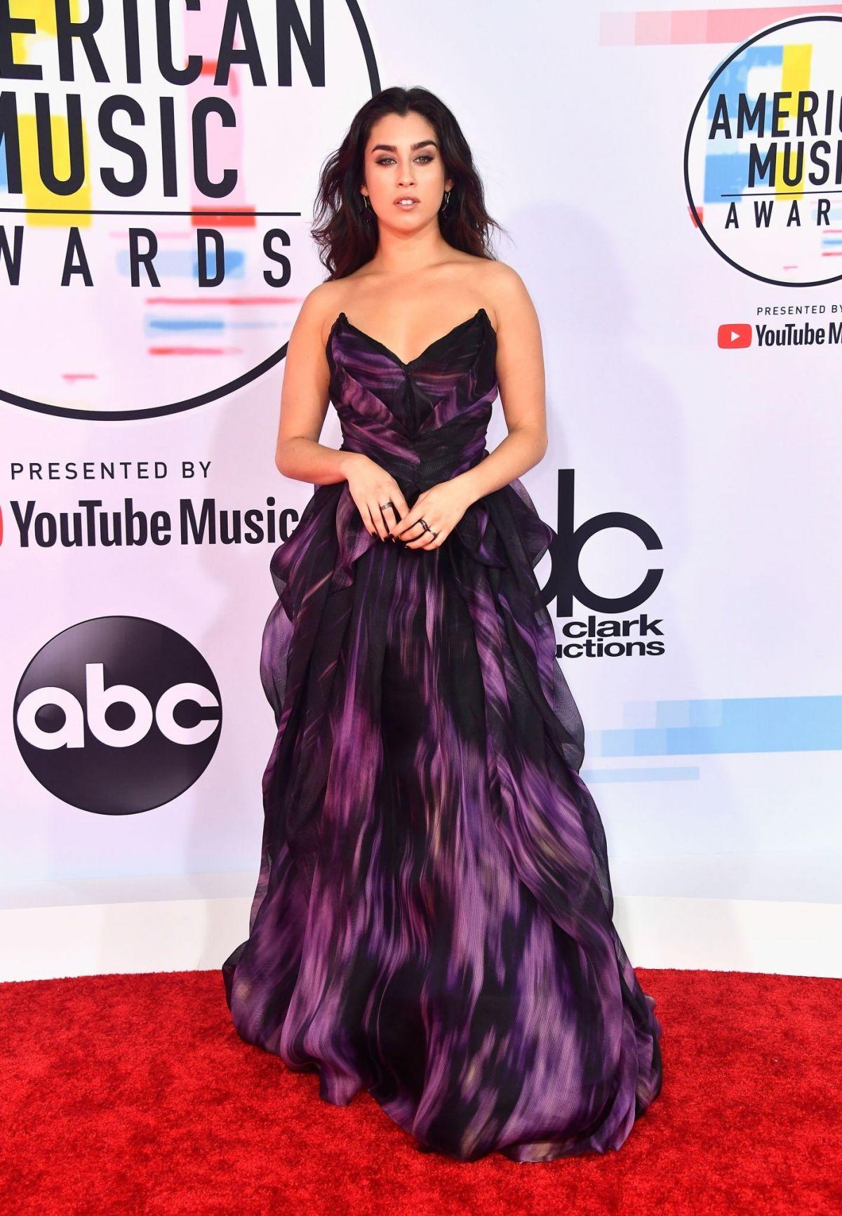 Red Carpet Fashion: 2010 World Music Awards - Fashionably Fly