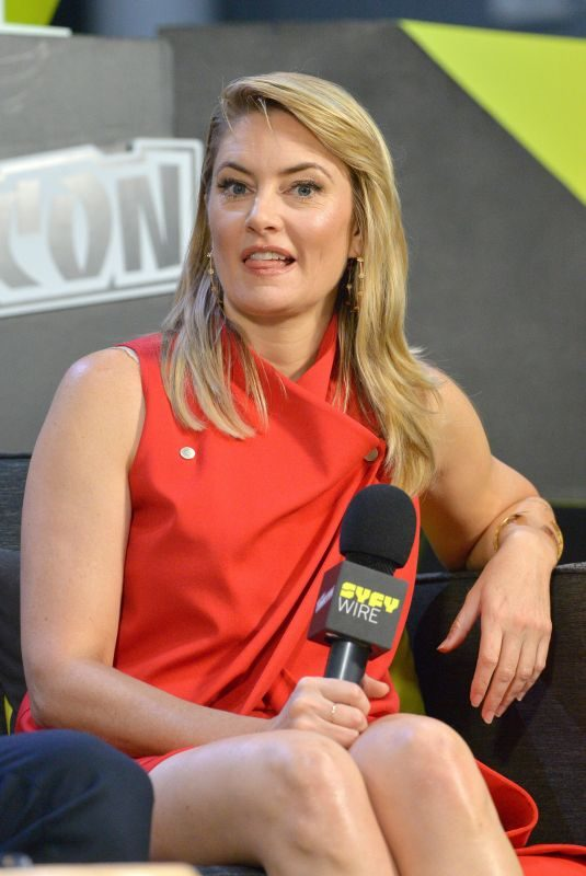 MADCHEN AMICK at Riverdale Panel at New York Comic-con 10/07/2018