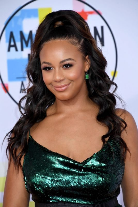 NIA SIOUX at American Music Awards in Los Angeles 10/09/2018