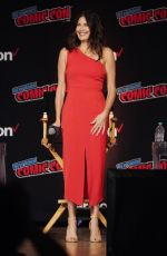 TERI HATCHER at Lois and Clark Panel at 2018 New York Comic-con 10/05/2018