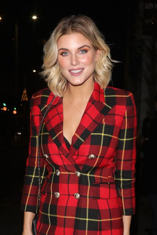 ASHLEY JAMES Leaves Bluebird Cafe in London 11/24/2018