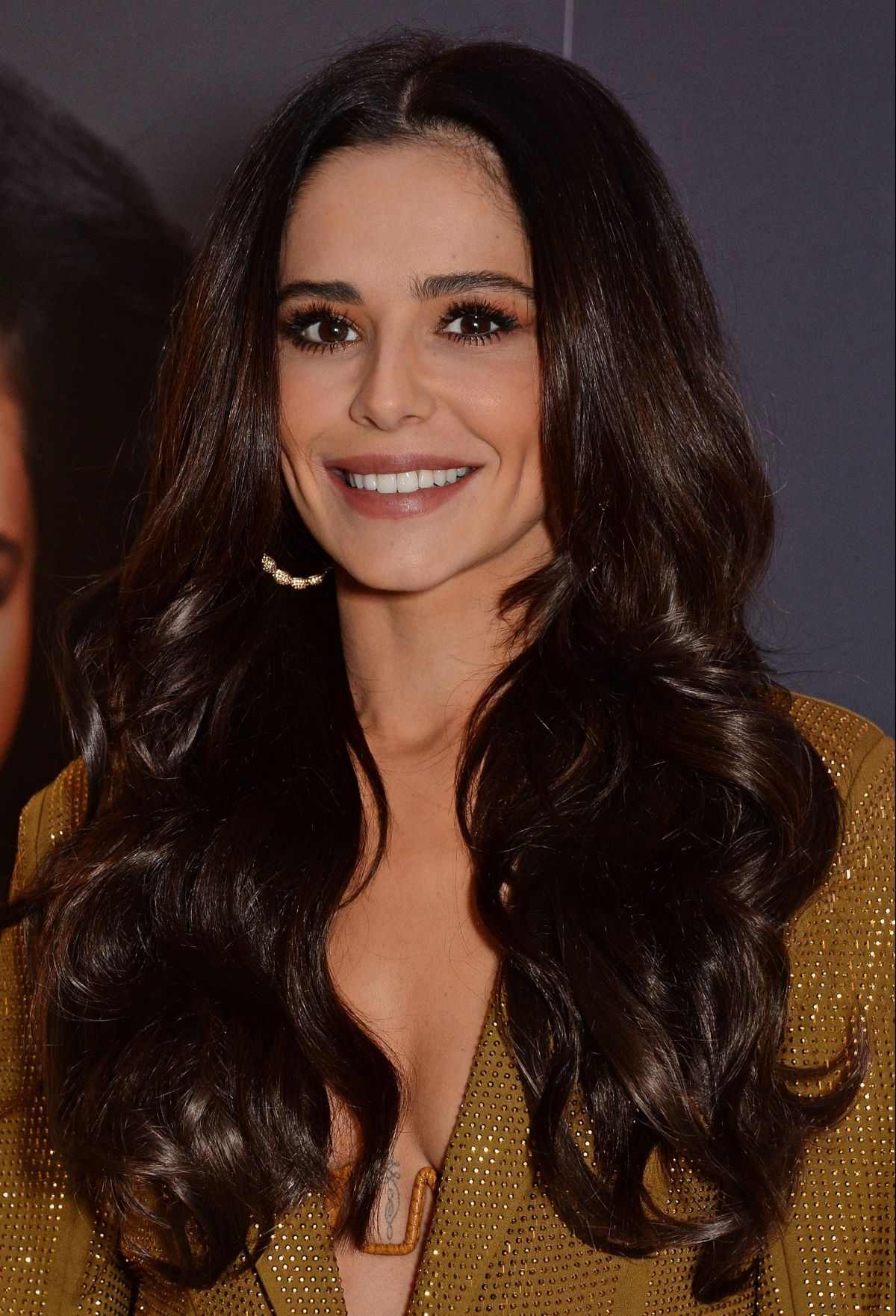 CHERYL COLE at Her New Hair Extensions with Easilocks ... Cheryl Cole