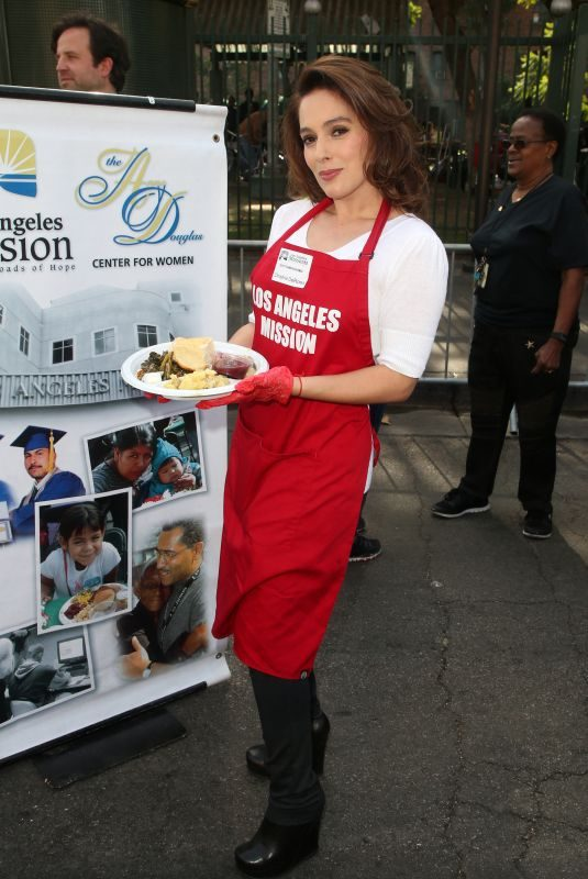 CHRISTINA DEROSA at Los Angeles Mission Thanksgiving Event 11/21/2018