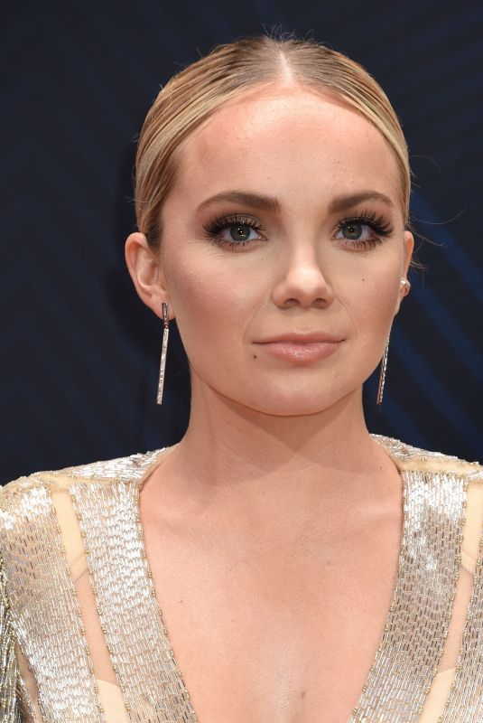 DANIELLE BRADBERY at 2018 CMA Awards in Nashville 11/14/2018