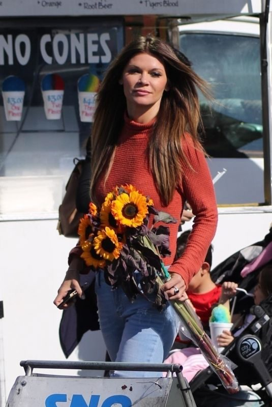 DANIELLE VASINOVA Shopping at Farmer's Market in Los Angeles 11/11/2018