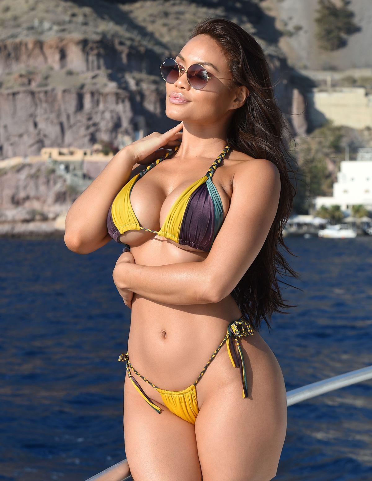 comprare popolare 2392a 56f9a DAPHNE JOY in Bikini at a Boat in Italy 11/12/2018 – HawtCelebs