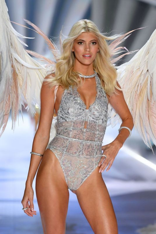 DEVON WINDSOR at Victoria's Secret 2018 Fashion Show in New York 11/08/2018