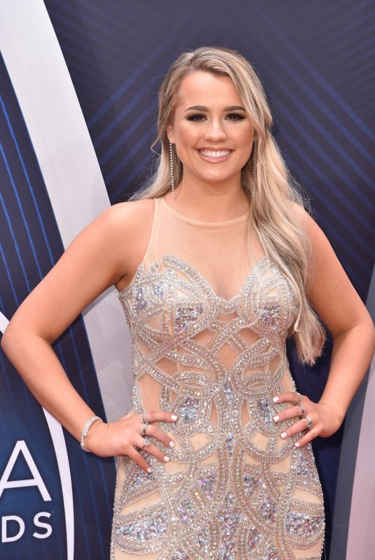 GABBY BARRETT at 2018 CMA Awards in Nashville 11/14/2018