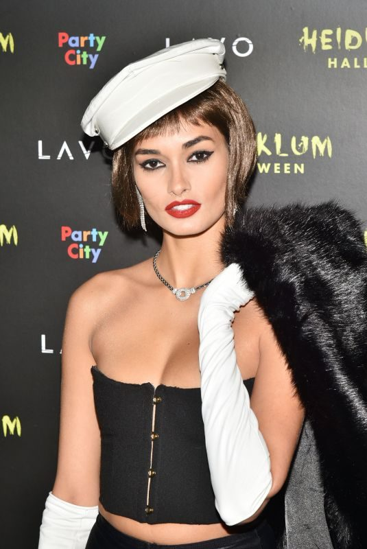 GIZELE OLIVEIRA at Heidi Klum's Halloween Party in New York 10/31/2018
