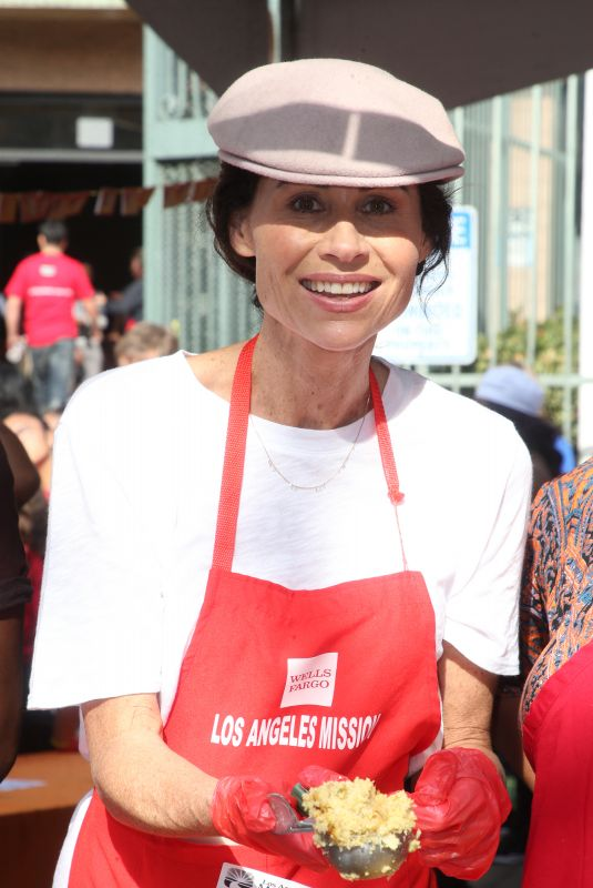 MINNIE DRIVER at Los Angeles Mission Thanksgiving Event 11/21/2018