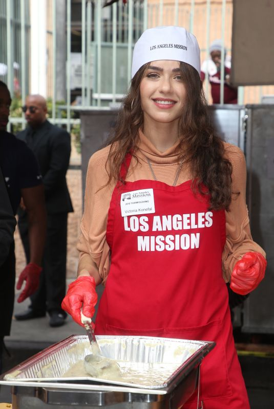 VICTORIA KONEFAL at Los Angeles Mission Thanksgiving Event 11/21/2018