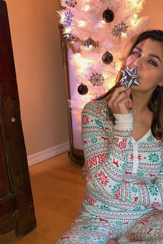 AMBER MONTANA – Christmas Eve Instagram Pictures
