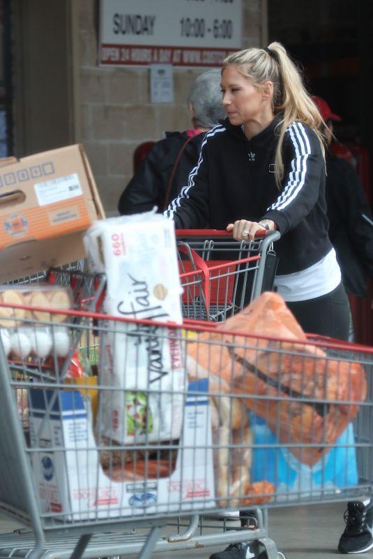 ANNA KOURNIKOVA Shopping at Costco in Miami 12/12/2018