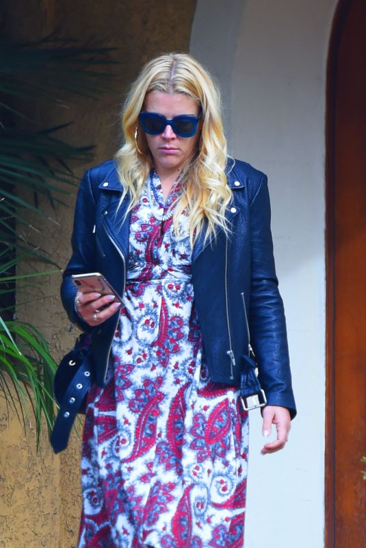 BUSY PHILIPPS Leaves a Friend\s House in Los Angeles 12/14/2018