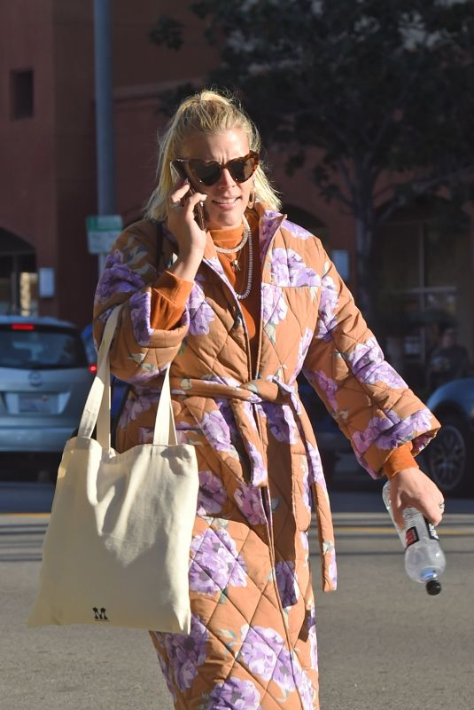 BUSY PHILIPPS Out in Los Angeles 12/27/2018