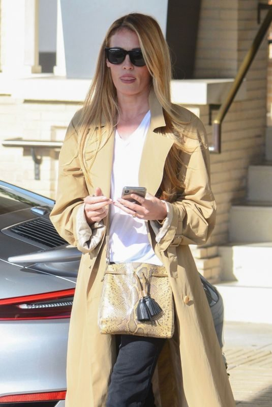 CAT DEELEY Shopping at Barney's New York in Los Angeles 12/21/2018