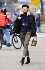DEVON WINDSOR Sells Cookies for Kids with Cancer in New York 12/14/2018
