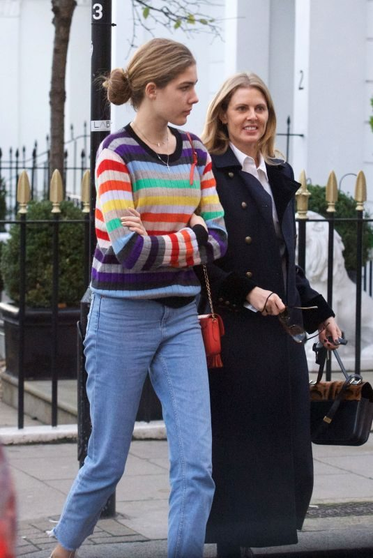 DONNA AIR Out Shopping in London 12/24/2018