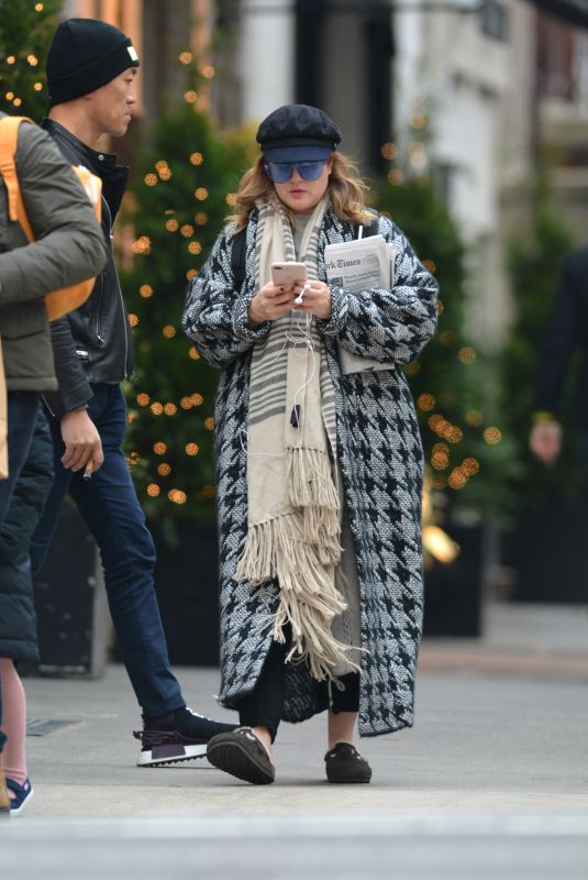 DREW BARRYMORE Out in New York 12/09/2018