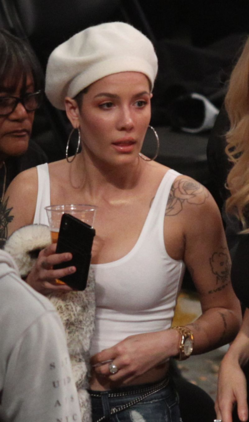 Halsey At La Lakers Vs New Orleans Pelicans Game In Los Angeles 12 21 2018 Hawtcelebs