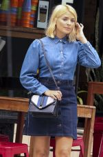 HOLLY WILLOUGHBY Out and About in Sydney 12/12/2018