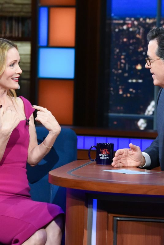 LESLIE MANN at Late Show with Stephen Colbert 12/12/2018